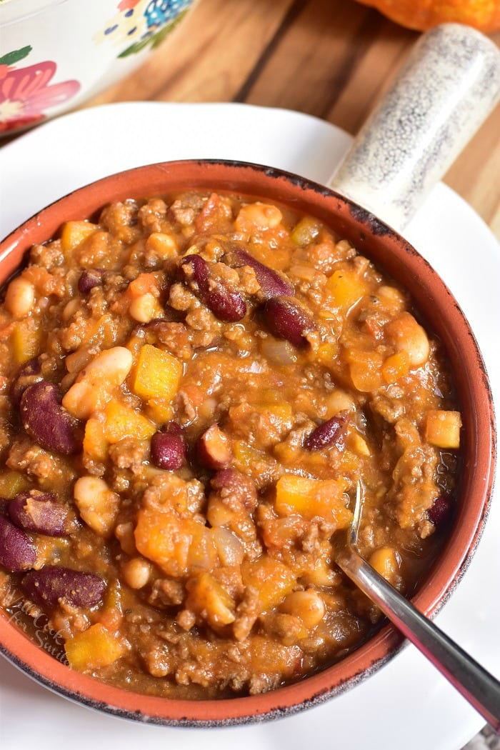 Pumpkin Chili. This beef chili is made with two types of beans, veggies, and a combination of fresh pumpkin and pumpkin puree. #chili #beefchili #pumpkinchili #groundbeef