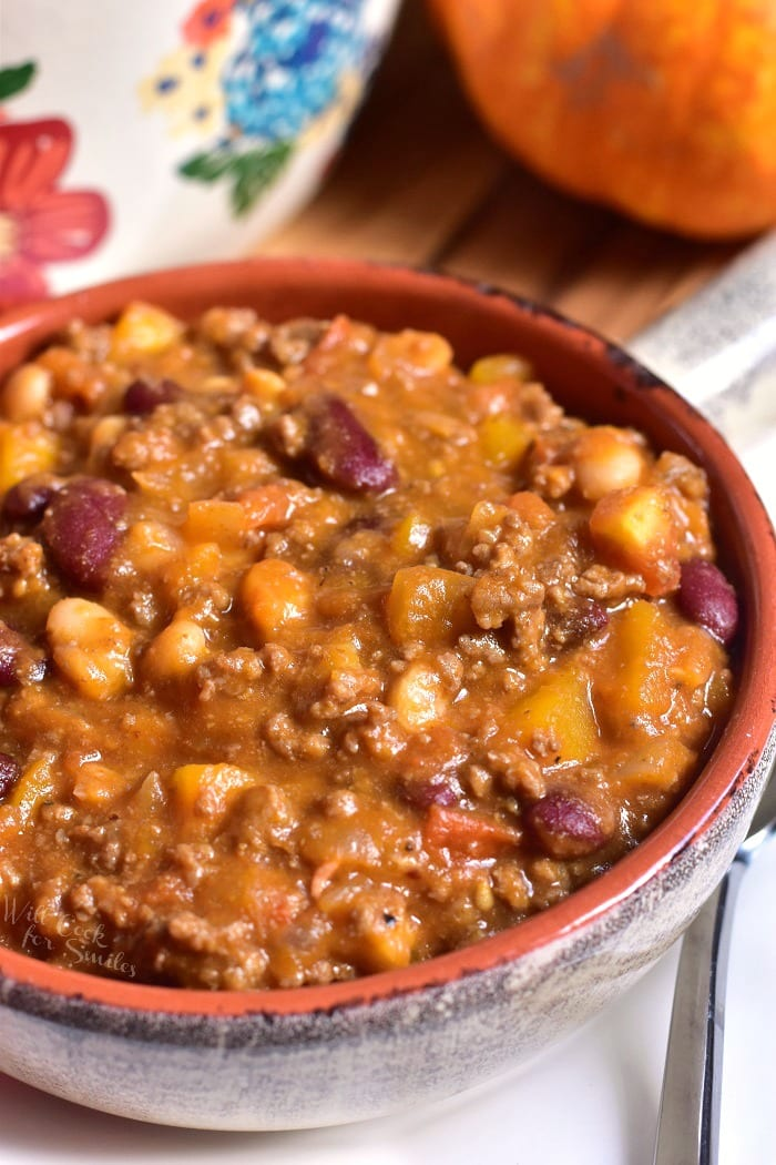 Pumpkin Chili. A perfect winter chili. This beef chili is made with two types of beans, veggies, and a combination of fresh pumpkin and pumpkin puree. #chili #beefchili #pumpkinchili #groundbeef