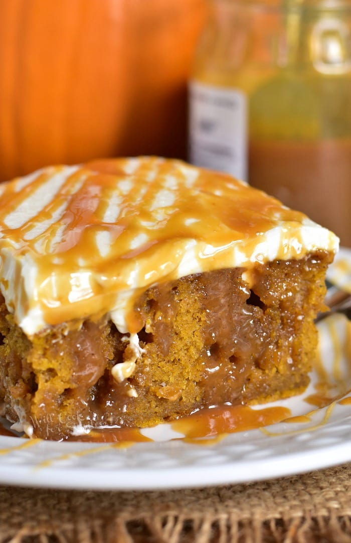 Pumpkin Cake Recipe with Salted Caramel and Cream Cheese Frosting. Soft, moist pumpkin cake soaked with salted caramel and topped with smooth cream cheese frosting. This pumpkin cake is paired beautifully with salted caramel flavors and creamy frosting in each bite. #cake #Pumpkin #pumpkincake #caramelcake #saltedcaramel