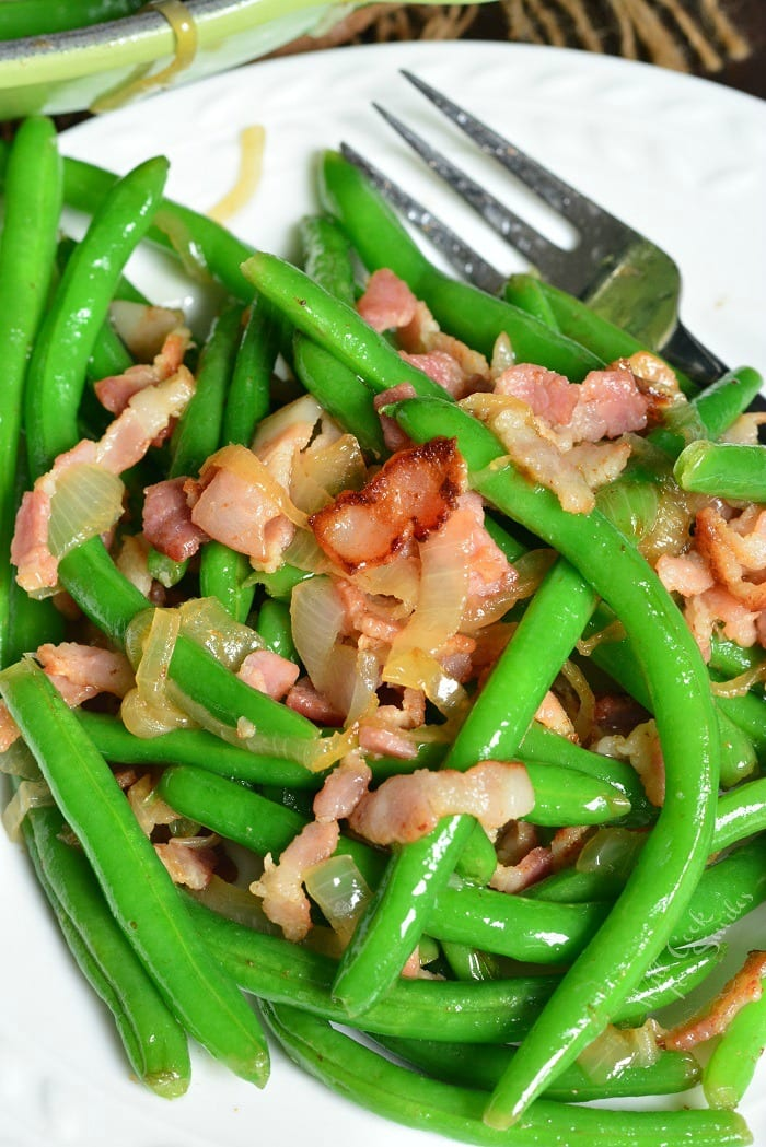 Green Beans Recipe with Bacon and Onion. Fresh green beans make a wonderfully easy side dish to any meal. These green beans are blanched and sauteed with bacon and onions. #sidedish #greenbeans #bacon #sides