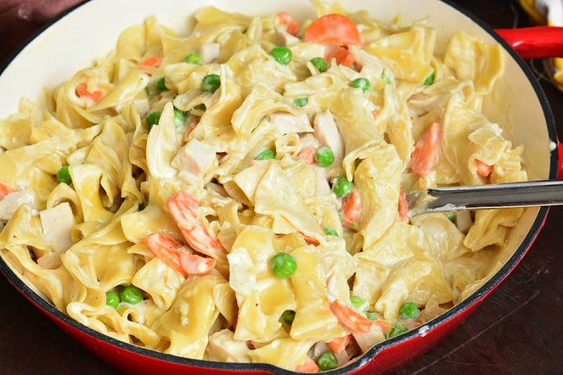 Easy Leftover Turkey Noodles. This easy pasta dish features leftover turkey, sauteed vegetables, and egg noodles, all cooked in creamy sauce. #pasta #turkey #leftovers #leftoverturkey #noodles #turkeynoodle
