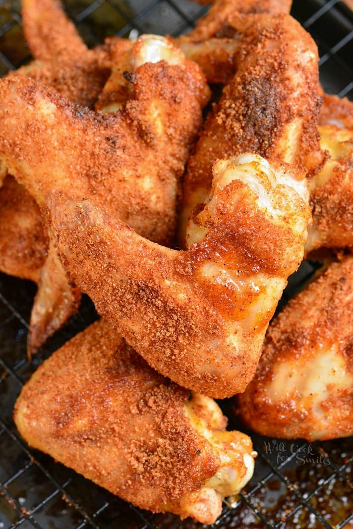 Amazing Baked Chicken Wings made with the best Dry Rub for chicken. These chicken wings make the best appetizer for football parties or just because you feel like it. It takes only about 5 minutes to prepare and about 45 minutes to bake. #appetizer #chicken #wing #chickenwings #dryrub #snack