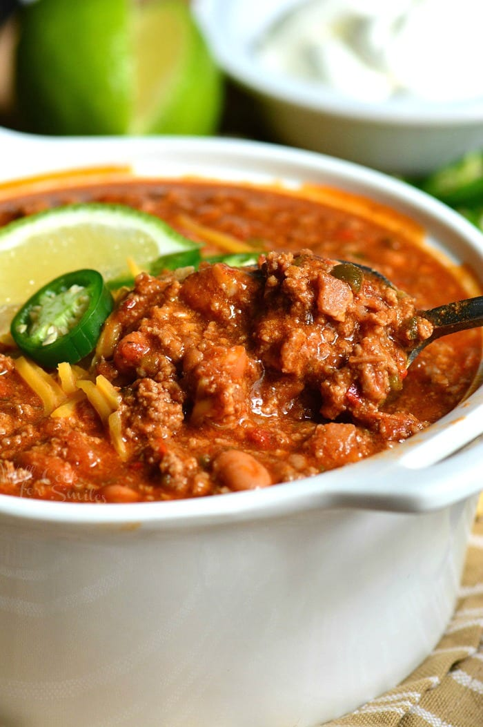 The Best Chili Recipe. This is an amazing chili made with bacon, ground beef, vegetables, beans, and tasty combination of spices to make chili seasoning. #chili #beef #dinner