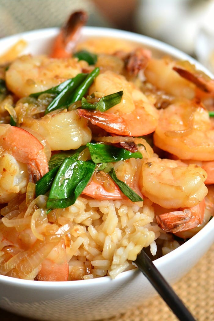 Garlic Shrimp Rice Bowl is an easy dinner and incredibly delicious. Sauteed shrimp in sweet and salty garlic sauce is served over fluffy rice. #dinner #easydinner #shrimp #seafood #sauce #rice
