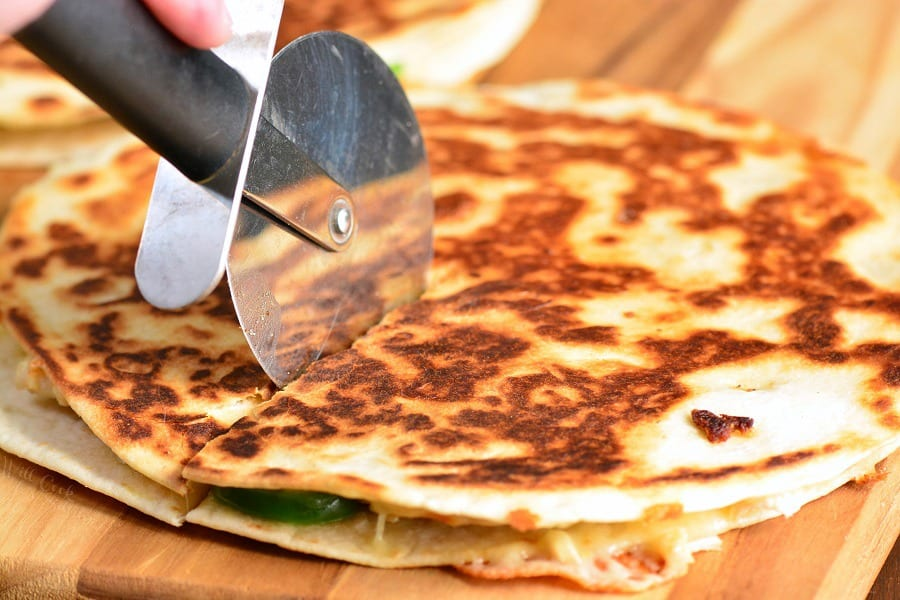Spicy Chicken Quesadillas are easily made with only 4 ingredients and within 30 minutes. This Quesadilla recipe are packed withmelted cheese, tender rotisserie chicken, and spicy jalapenos, all stuffed in a crunchy flour tortilla. #chicken #appetizer #snack #quesadillas