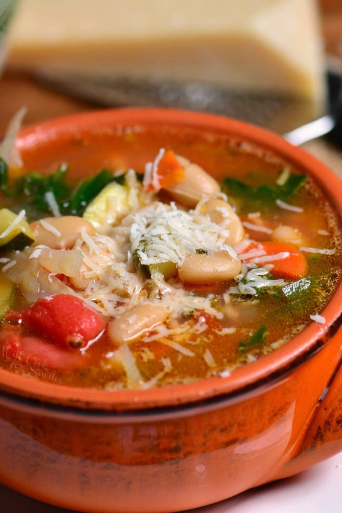 The Best Minestrone Soup. Healthy soup loaded with vegetables and it is amazingly flavorful. One special ingredient makes this soup amazing. #soup #minestrone #vegetables #healthy #vegetablesoup