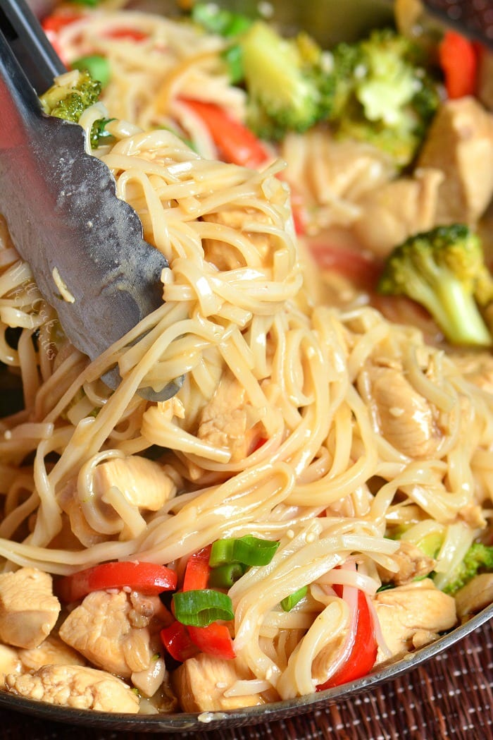 Sesame Chicken Noodles is a light and easy weeknight dinner made with chicken, veggies, and rice noodles, all cooked in a delicious sesame sauce. #chicken #sesame #noodles #sesamechicken #easydinner #weeknightdinner