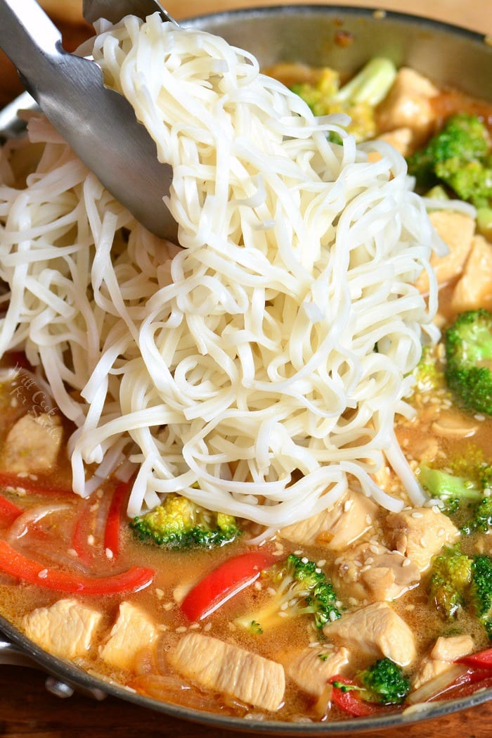 Sesame Chicken Recipe. This is a light and easy weeknight dinner made with chicken, veggies, and rice noodles, all cooked in a delicious sesame sauce. #chicken #sesame #noodles #sesamechicken #easydinner #weeknightdinner