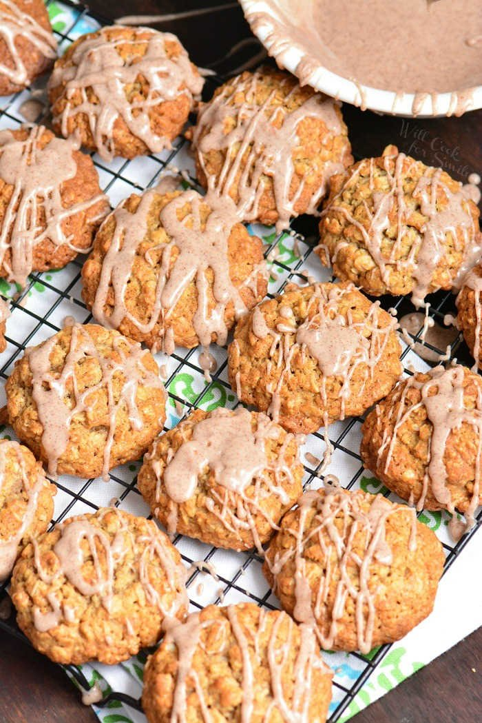 Glazed Oatmeal Cookies. This oatmeal cookie recipe is made with old fashioned oats and flavored with cinnamon and cinnamon glaze on top. #cookies #oatmealcookie #oat #glazed #cinnamon #dessert