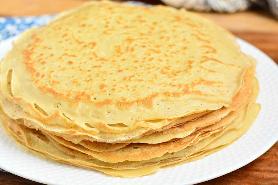 Classic Crepes. Crepe are delicately soft with a little crunch on the ends. Learn how to make these soft and buttery classic Crepes in no time and a few simple ingredients. #crepes #breakfast #dessert #crepesrecipe