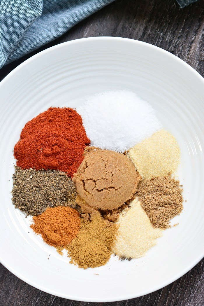 Dry Rub recipe. This is a great Dry Rub for ribs, for chicken, brisket, chicken wings, and more. Use this dry rub on any meat that you're grilling, smoking, or cooking in the oven. #meats #spices #dryrub #spicemix #grilling #bakedmeats