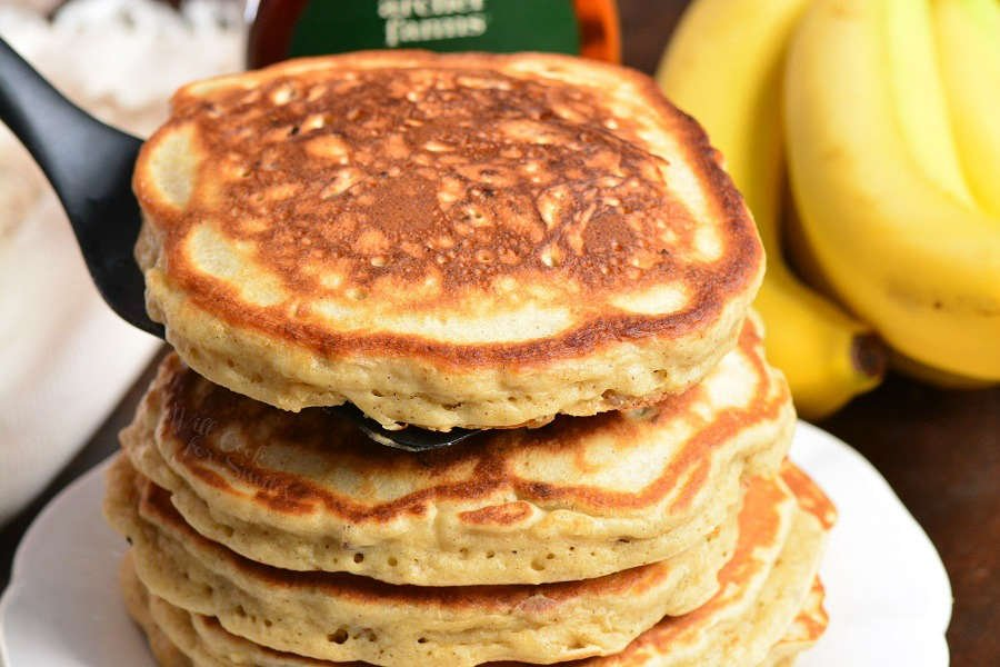 Homemade Banana Pancakes. Soft and fluffy pancakes made with mashed bananas, cinnamon, and nuts. Perfect recipe to use up over-ripe bananas. #breakfast #pancakes #banana