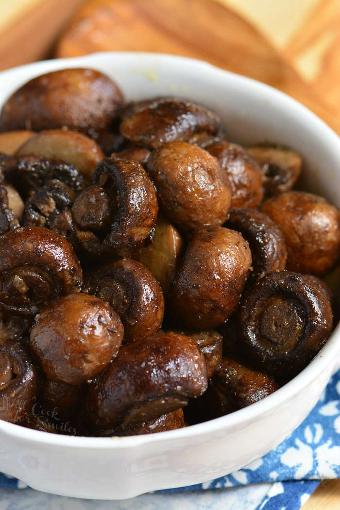 Garlic Roasted Mushrooms. Firm, meaty crimini mushrooms are simply seasoned, roasted until tender, and tossed lightly with butter and garlic mixture. #mushrooms #sidedish #roastedmushrooms #easysides