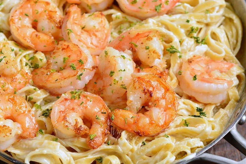 fettuccine alfredo with shrimp in a pot