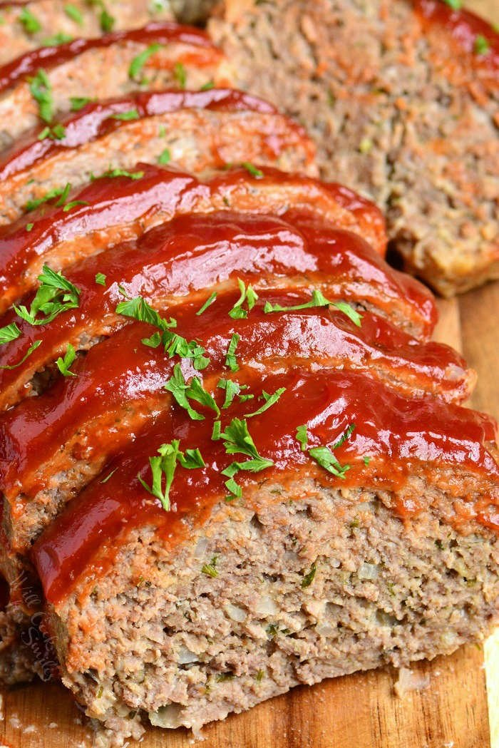 sliced cooked meatloaf on the cutting board