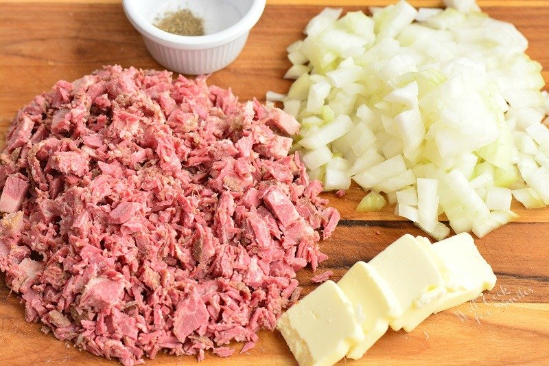 ingredients: corned beef, onion, butter, salt, and pepper