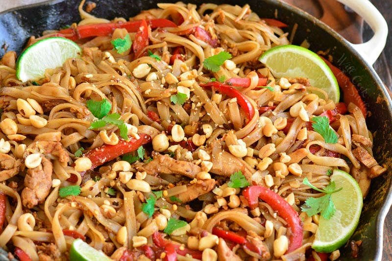 cooked pad thai in the pan
