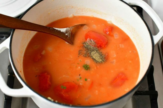 photo shows how to make tomato soup in large pot on stove top