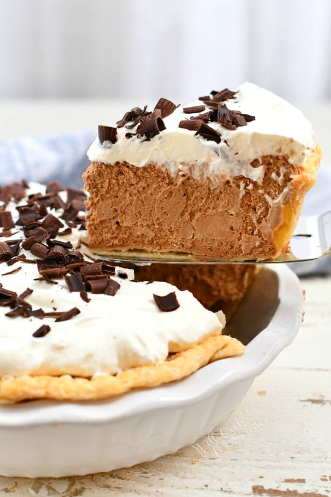 side view: removing slice of chocolate mousse pie from the pan