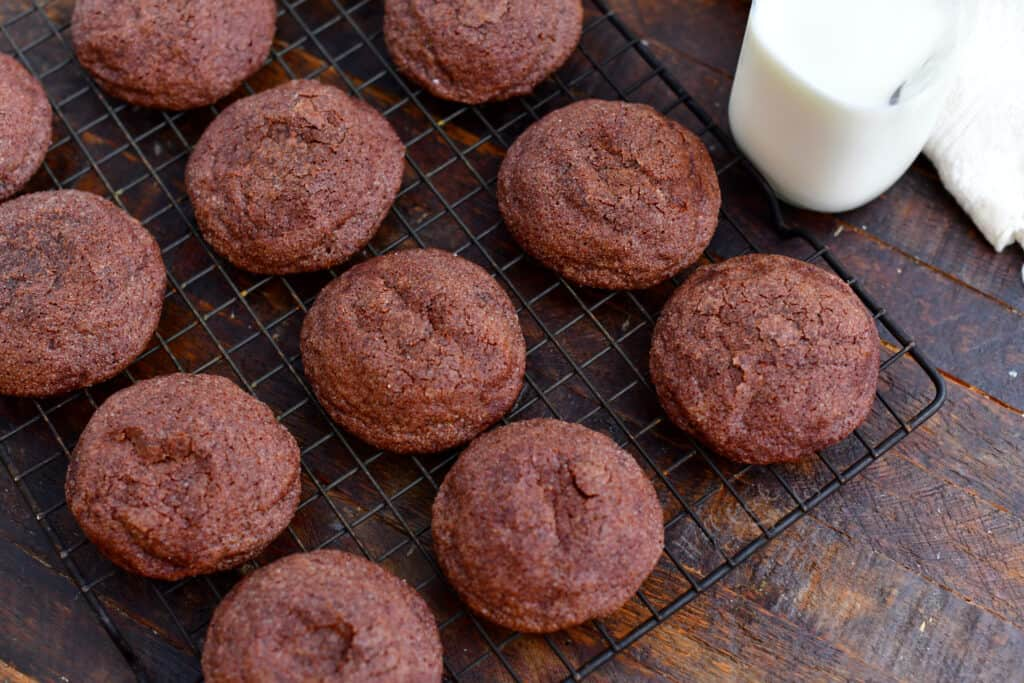 overhead image: baked chocolate cookies on wire cooling rack