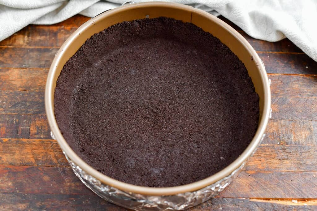 chocolate cookie crust for baked cheesecake recipe