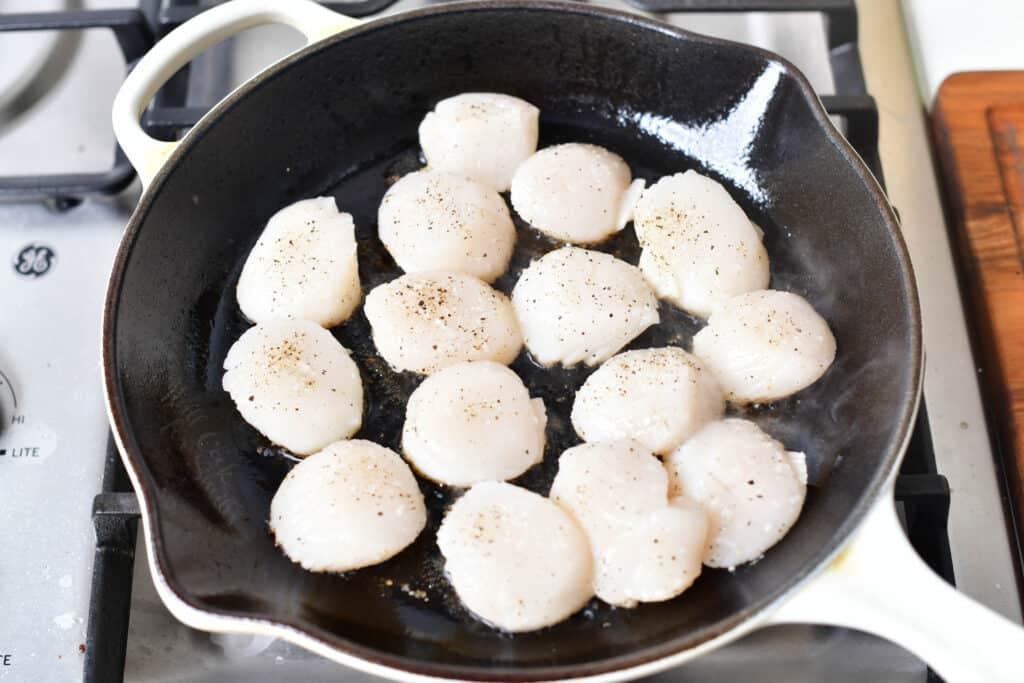 searing scallops in a pan