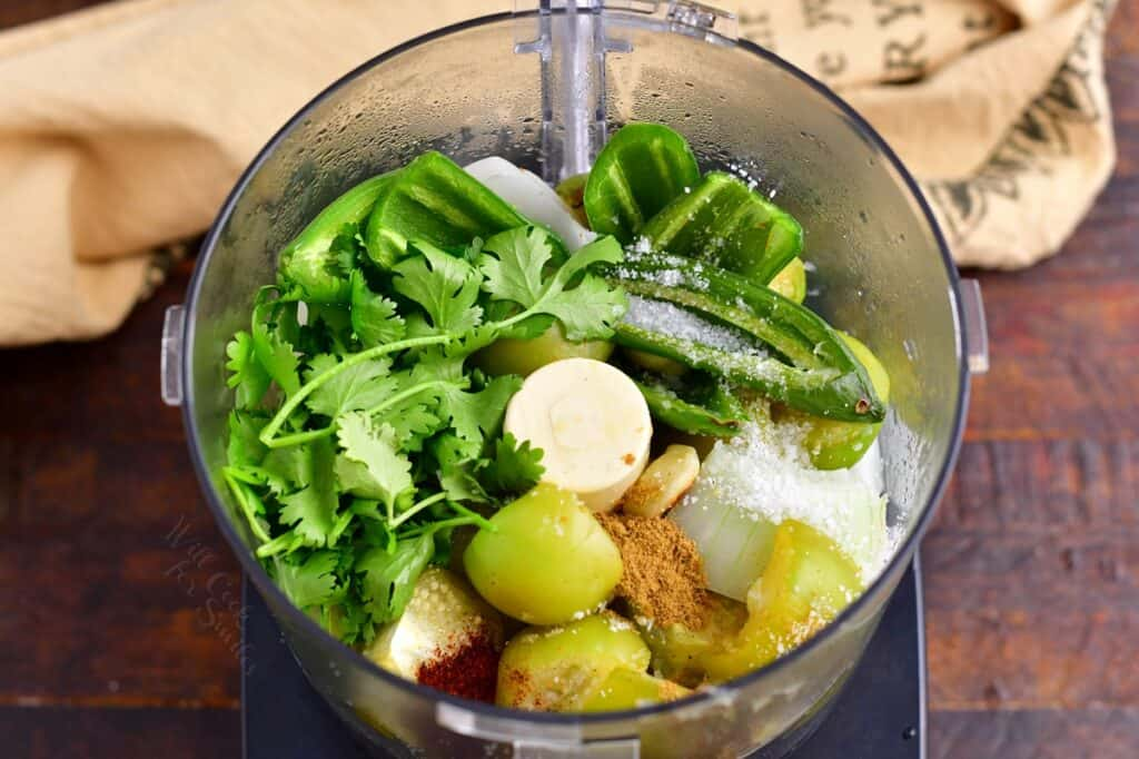 The cooked vegetables are placed in a blender.