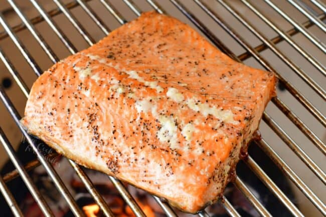 Cooked salmon is on a grill.